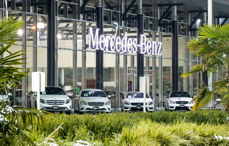 Vancouver BC, Kanada - 9. Januar 2018: Büro des offiziellen Händlers Mercedes-Benz SEPTEMBER: Bild des Mercedes Benz-Logos auf de lizenzfreie stockfotos