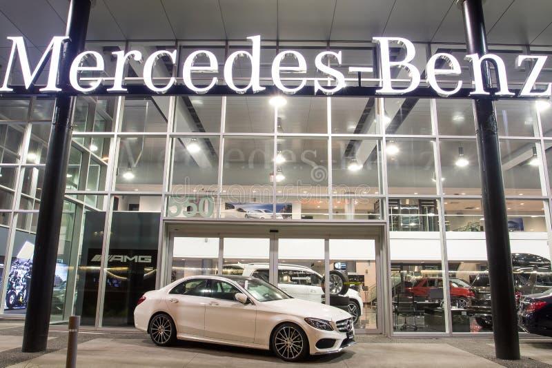 Vancouver BC, Kanada - 9. Januar 2018: Büro des offiziellen Händlers Mercedes-Benz SEPTEMBER: Bild des Mercedes Benz-Logos auf de stockfotos