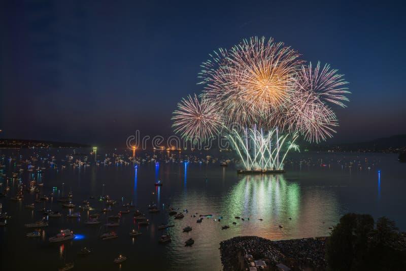 Vancouver BC Kanada, Lipiec 28,2018 Honda świętowanie światło, Południowa Afryka nocy fajerwerki przy angielszczyzny zatoką wyrzu zdjęcia royalty free