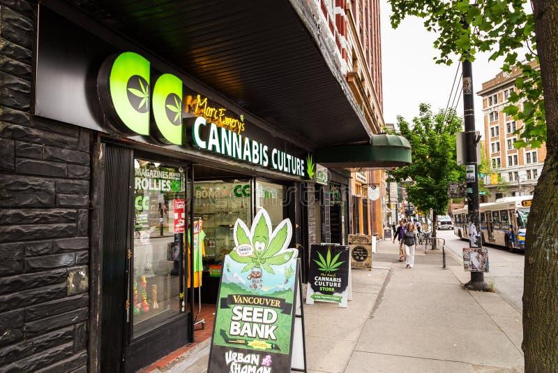 VANCOUVER, BC, KANADA, MAJ - 11, 2016: Mark ` s marihuany kultury Szmerglowy sklep jest jeden wiele sprzedawcy w terenie to obraz royalty free