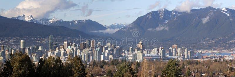 Vancouver-BC Stadt-Skyline und Berge lizenzfreies stockfoto