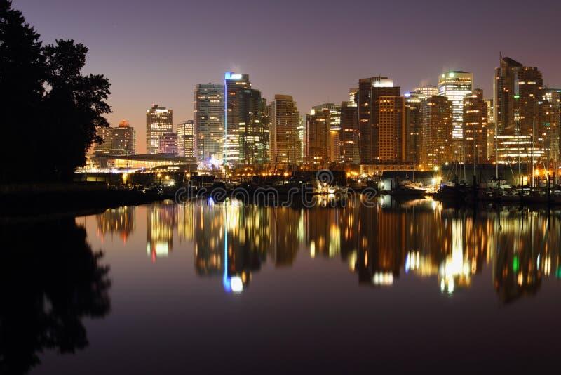 Vancouver céntrica refleja en puerto del carbón foto de archivo libre de regalías