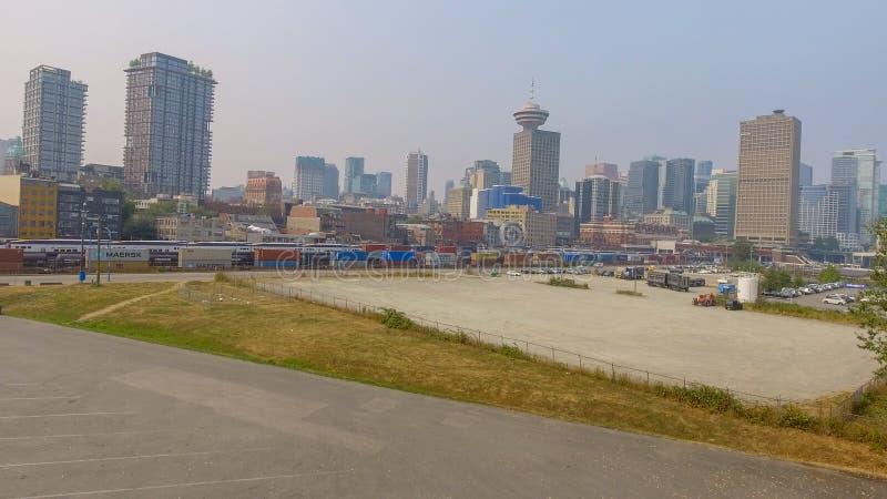 VANCOUVER, CANADÁ - 9 DE AGOSTO DE 2017: Vista aérea del horizonte de la ciudad fotos de archivo