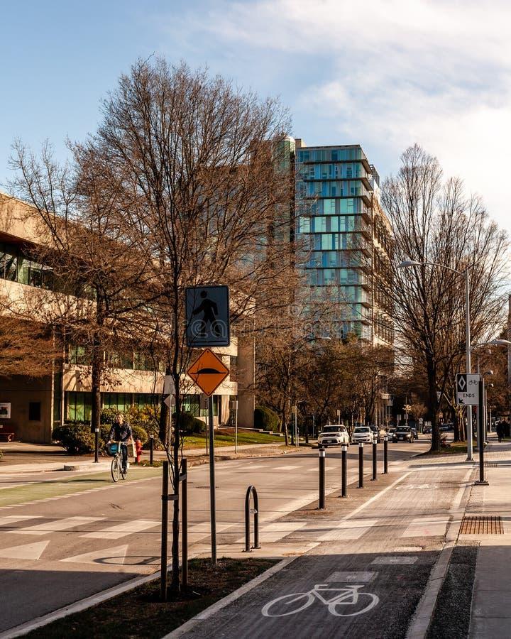 Vancouver, CANADÁ - 9 de febrero de 2019: día soleado de febrero en Vancouver para completar un ciclo imágenes de archivo libres de regalías