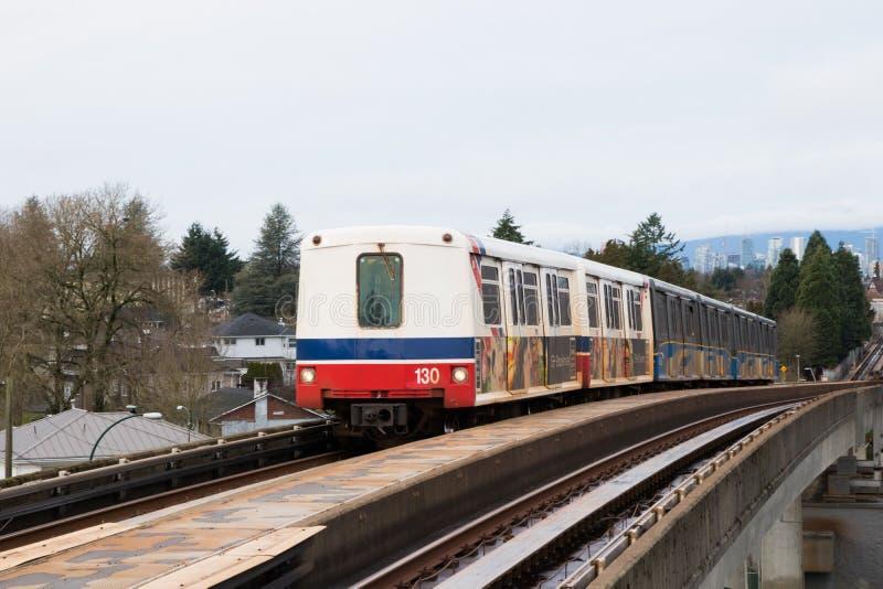 Vancouver, CANADÁ - diciembre de 2017: Línea Skytrain de la expo del downt foto de archivo libre de regalías