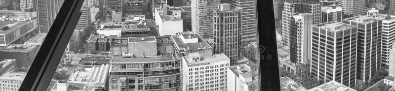 Vancouver, Canadá Vista aérea del horizonte de la ciudad a través del gl de la ventana foto de archivo