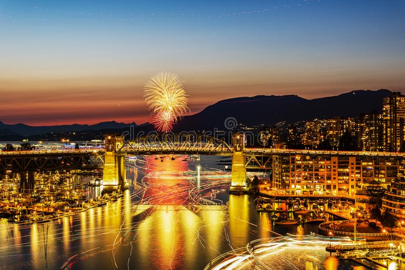 VANCOUVER, CANADA - AUGUSTUS 3, 2019: Honda-de Viering van het Lichte team van Kroatië voert vuurwerk in Vancouver uit stock foto