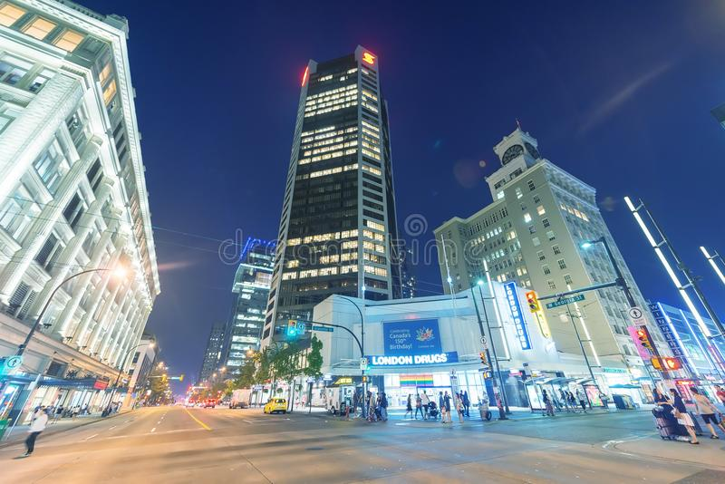 VANCOUVER, CANADA - AUGUSTUS 9, 2017: Stadsstraten en gebouwen a stock afbeeldingen