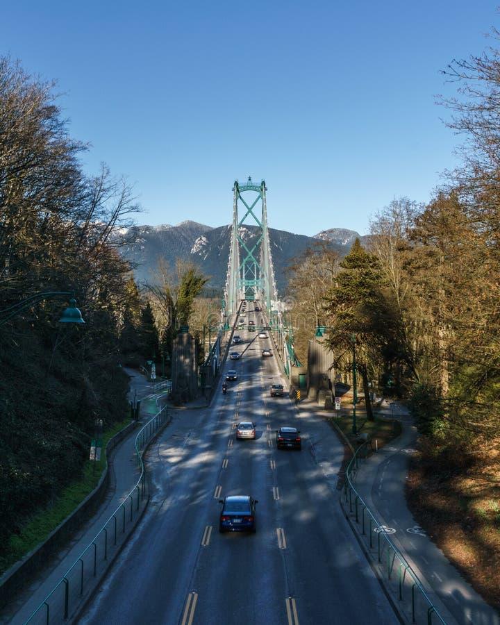 VANCOUVER, CANADA - 25 febbraio 2019: Il ponte del portone dei leoni o in primo luogo restringe il ponte a Vancouver con traffico fotografia stock libera da diritti