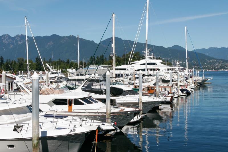 VANCOUVER, COLUMBIA/CANADA BRITÁNICO - 14 DE AGOSTO: Puerto deportivo en Vanco imagen de archivo