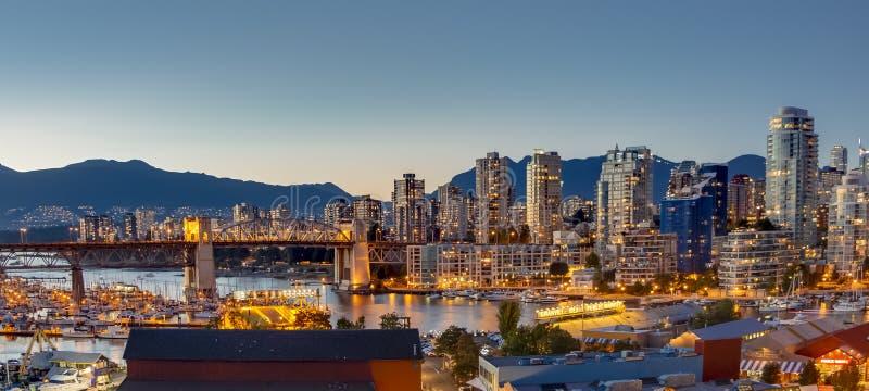 Vancouver de nachtscène van de binnenstad stock foto's