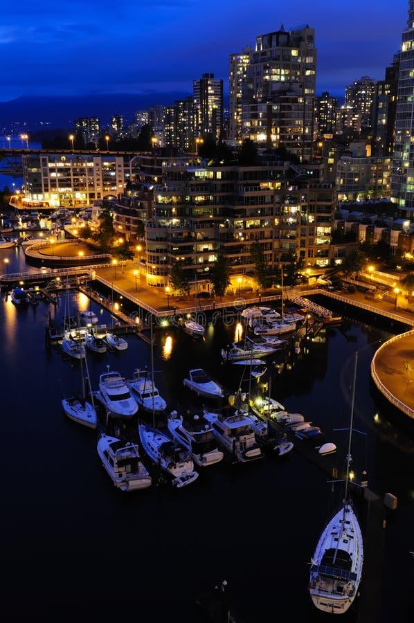 Vancouver de stad in bij nacht stock foto's