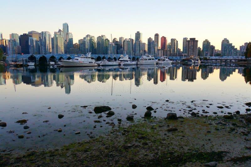 Vancouver de stad in en jachthaven royalty-vrije stock afbeelding