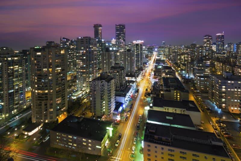 Vancouver F. KR. Cityscape på nattantennen arkivfoton
