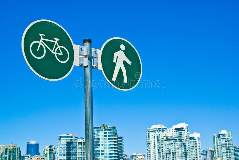 Vancouver-Fußgänger und Radfahrenwegzeichen lizenzfreie stockfotos