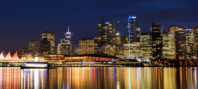 Vancouver horisont som sett från Stanley Park royaltyfria bilder