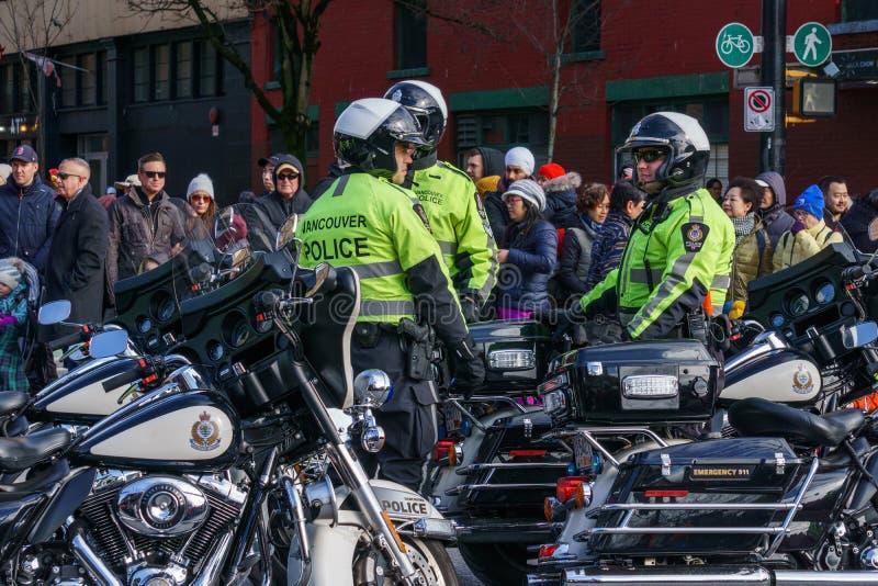 VANCOUVER KANADA - Februari 18, 2018: Den Vancouver polisen Motocycle kommenderar på det kinesiska nya året ståtar royaltyfria bilder