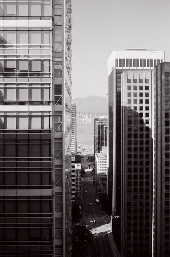 VANCOUVER, KANADA - 25. MAI 2019: moderne Gebäude in der Stadtzentrum- und Architekturelementfilmphotographie stockbild