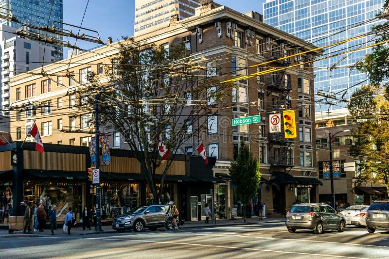 VANCOUVER KANADA, Wrzesień, - 25, 2018: Miasto ulica w W centrum Vancouver wieczór czasu Robson ulicie zdjęcie royalty free