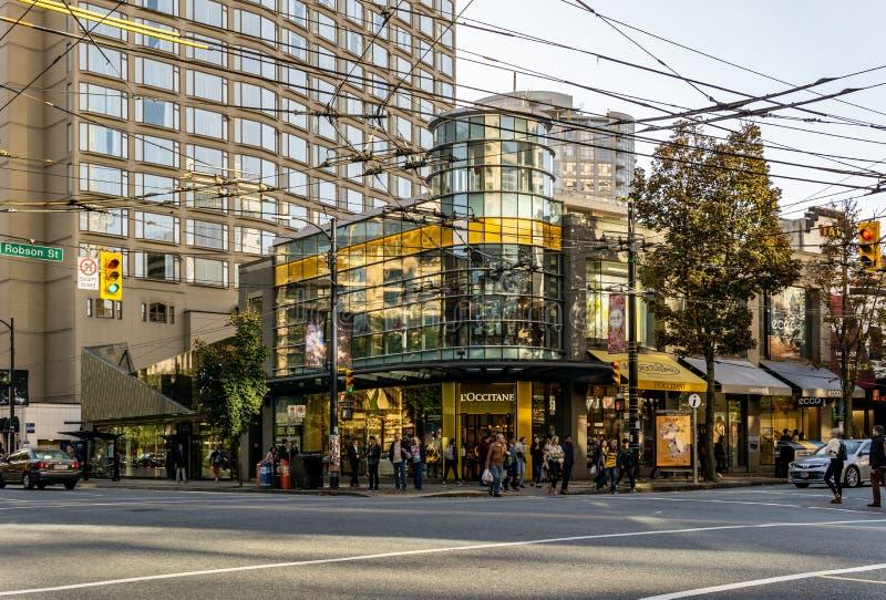 VANCOUVER KANADA, Wrzesień, - 25, 2018: Miasto ulica w W centrum Vancouver wieczór czasu Robson ulicie obrazy royalty free