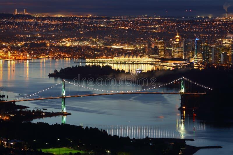 Vancouver, pont en porte de lions, nuit courbe images stock