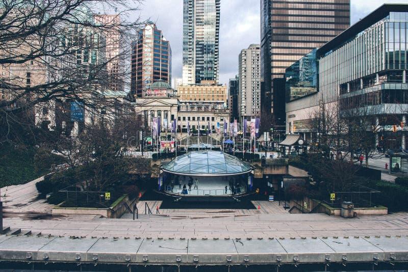 Vancouver Robson Square Ice Rink View Edificios imágenes de archivo libres de regalías