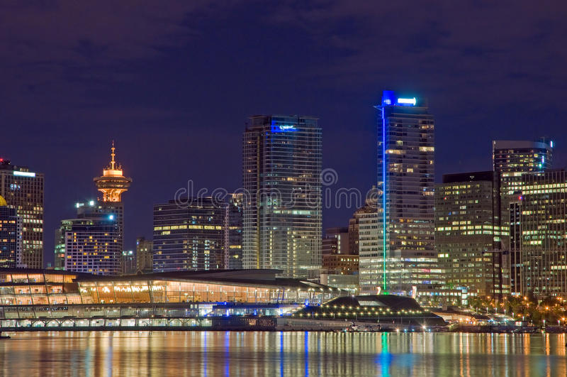Vancouver-Skyline nachts lizenzfreie stockfotografie