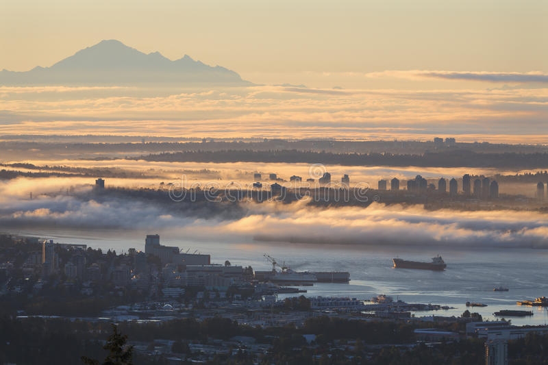 Vancouver-Sonnenaufgang-Nebel stockfoto