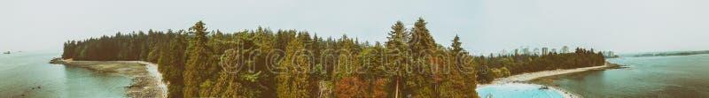Vancouver-Vogelperspektive mit Stanley Park- und Stadtpool stockfotografie