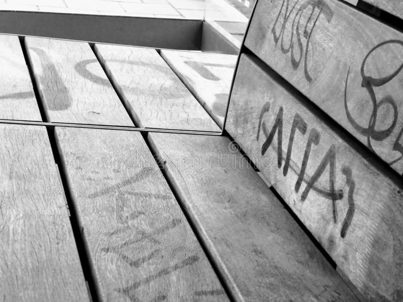 vandalism Banco com etiquetas Rebecca 36 Fundo imagens de stock