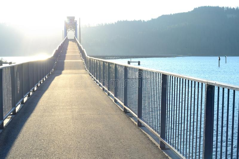 Vandringsled över sjön Chatcolet royaltyfria bilder