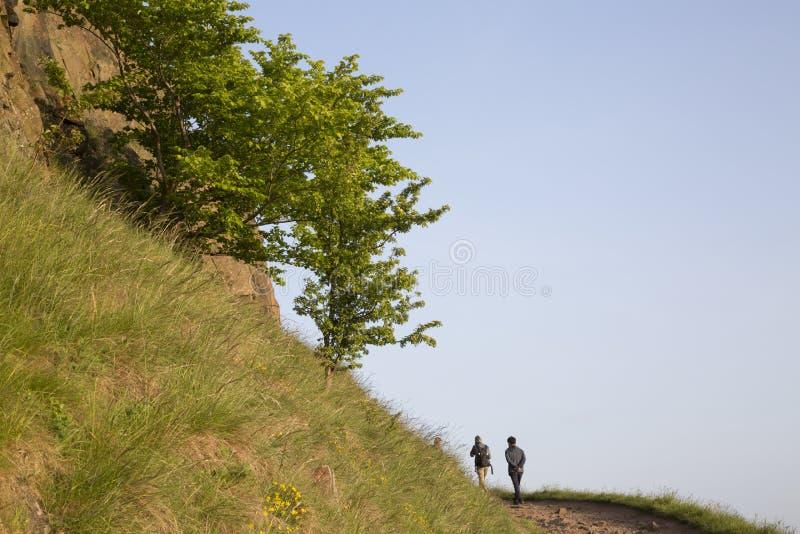 Vandringsledet på Salisbury brant klippa, Holyrood parkerar, Edinburg fotografering för bildbyråer