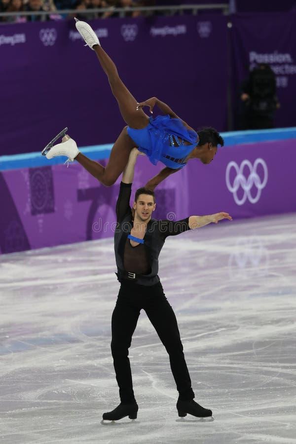 Vanessa James en Morgan Cipres van Frankrijk presteren in het Team Event Pair Skating Short-Programma bij de 2018 de Winterolympi royalty-vrije stock foto