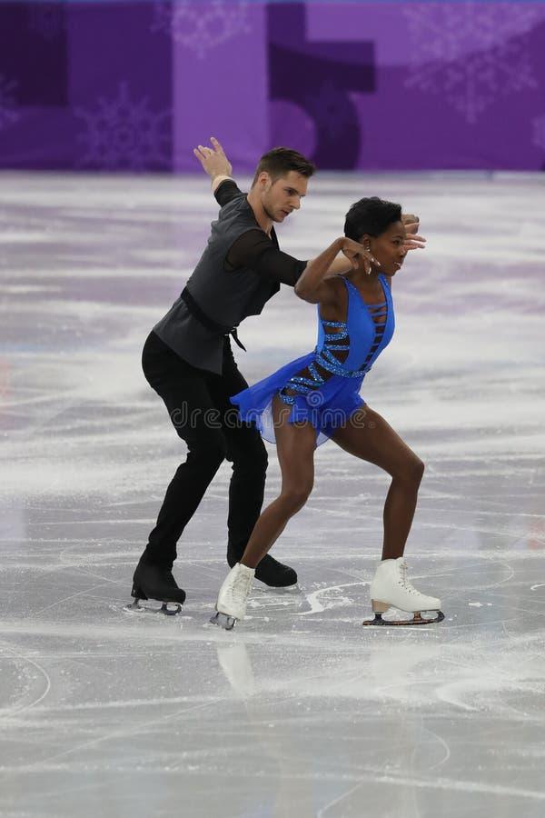 Vanessa James en Morgan Cipres van Frankrijk presteren in het Team Event Pair Skating Short-Programma bij de 2018 de Winterolympi royalty-vrije stock afbeelding