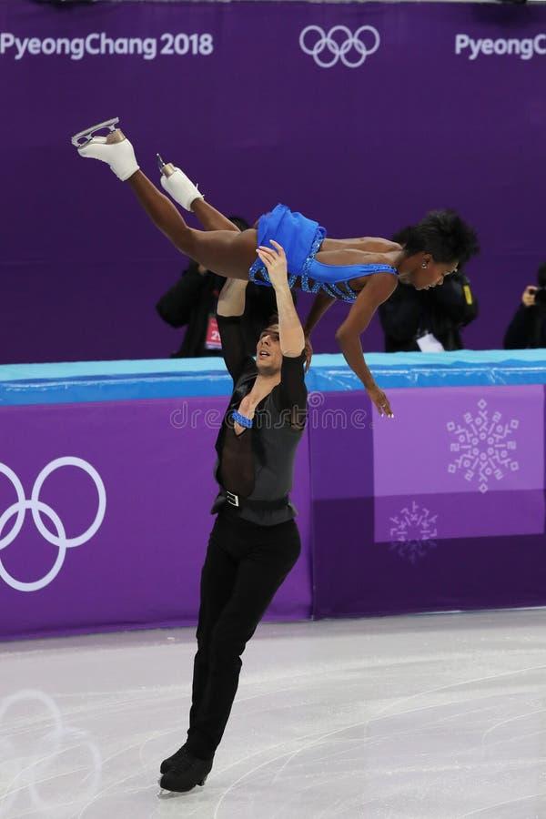 Vanessa James en Morgan Cipres van Frankrijk presteren in het Team Event Pair Skating Short-Programma bij de 2018 de Winterolympi royalty-vrije stock foto's