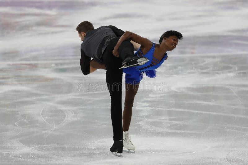 Vanessa James en Morgan Cipres van Frankrijk presteren in het Team Event Pair Skating Short-Programma bij de 2018 de Winterolympi stock afbeelding