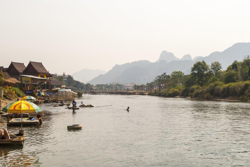 Vang Vieng z rzeką, Laos fotografia royalty free
