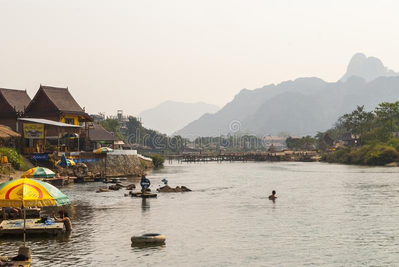 Vang Vieng z rzeką, Laos obraz royalty free