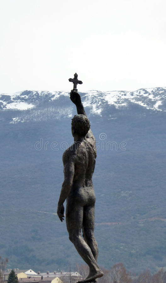 Vanger van een Kruis, een standbeeld in Ohrid, Macedonië stock foto's