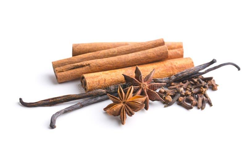 Vanilj-, kanel-, kryddnejlika- och anisstjärna arkivbilder