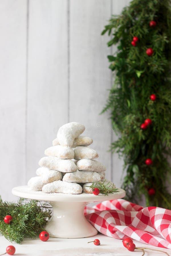 Vanilkipferl - mezzaluna della vaniglia, biscotti tradizionali di Natale in Germania, Austria, repubblica Ceca Biscotti casalingh immagine stock