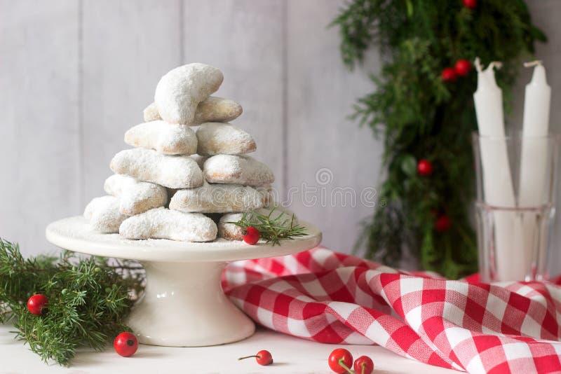 Vanilkipferl - Vanillehalbmonde, traditionelle Weihnachtsplätzchen in Deutschland, Österreich, Tschechische Republik Selbst gemac stockfotografie