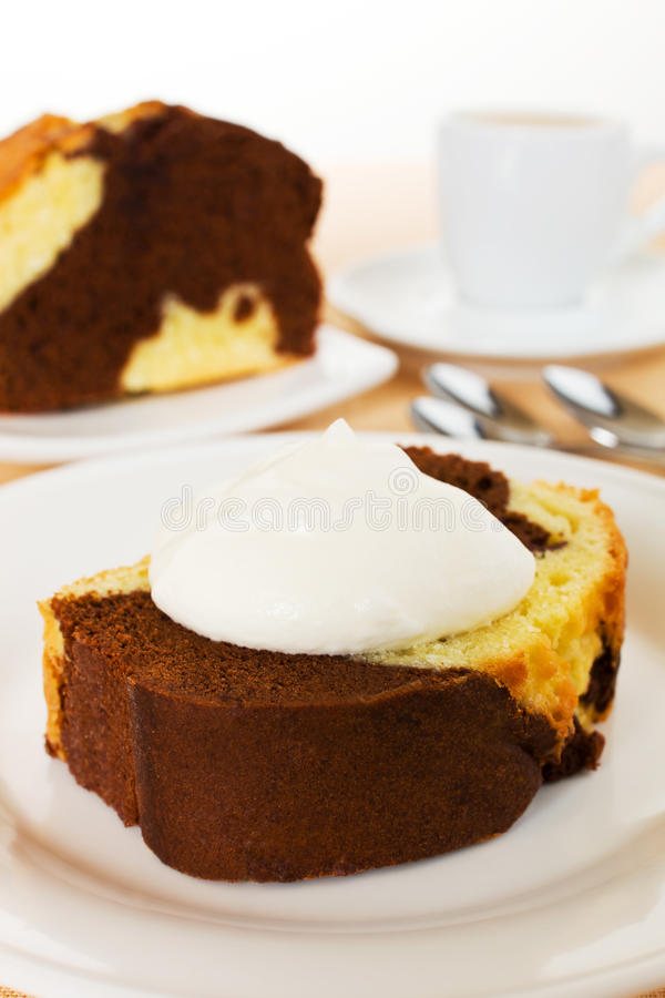Free Vanilla And Chocolate Marble Cake Royalty Free Stock Images - 18502669