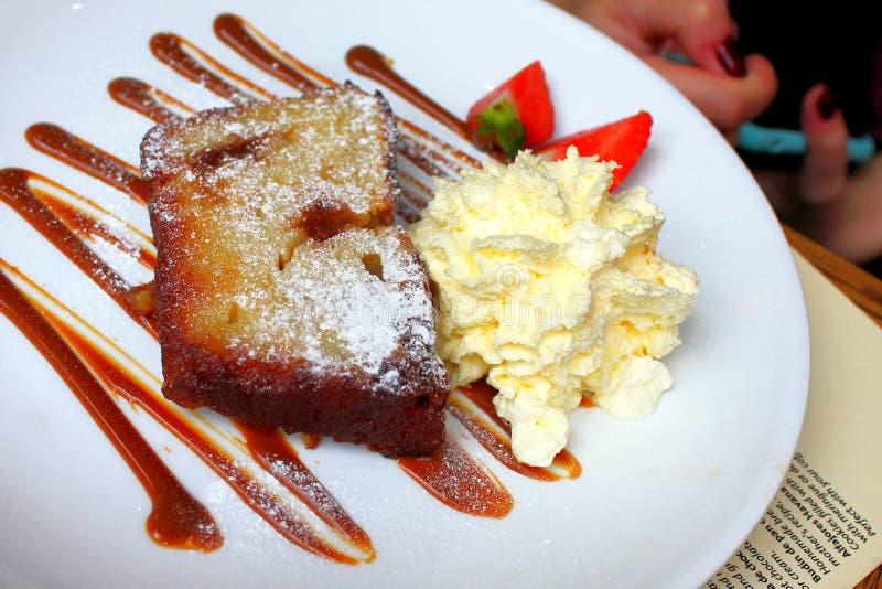 Vanilla kaascake-desserij met zoete melk stock foto