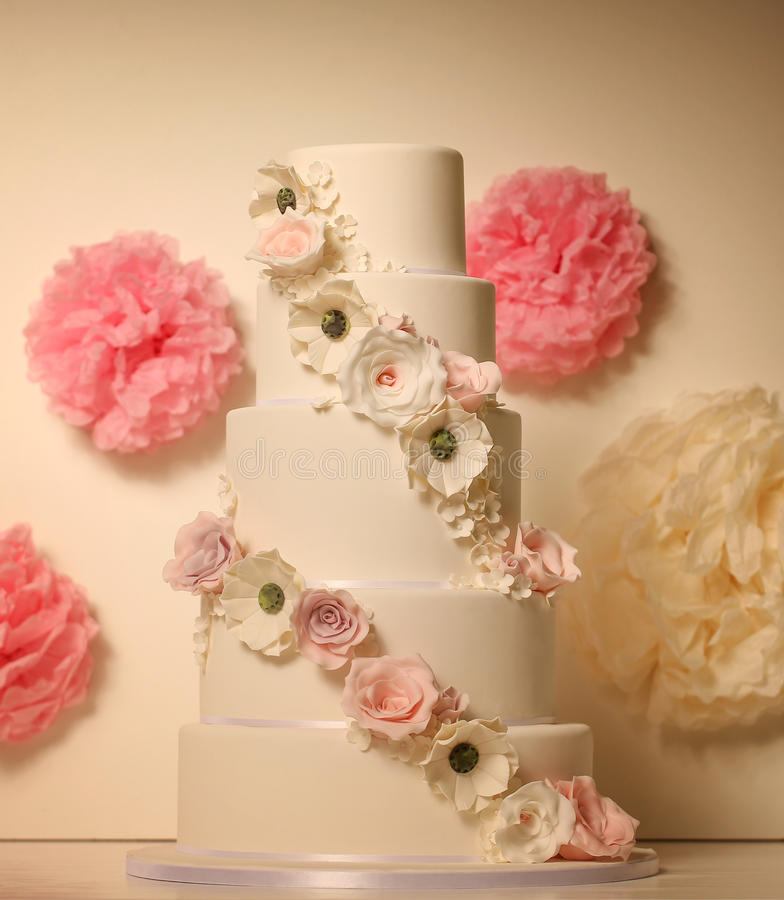 Vanilla wedding cake with roses. 5tier marzipan cake with roses stock images
