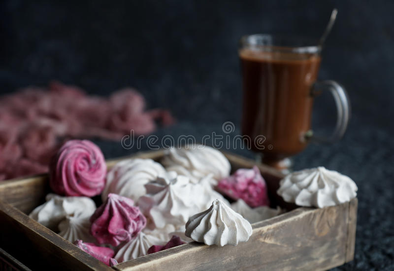 Vanille en frambozen eigengemaakt zefier, heerlijke roze en witte heemst royalty-vrije stock foto's