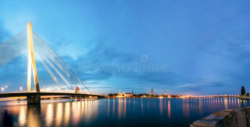 Vansu桥梁在里加,拉脱维亚 寿衣桥梁 电缆坚持的桥梁 库存图片