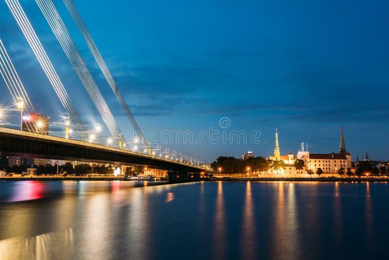 Vansu桥梁在里加,拉脱维亚 寿衣桥梁 电缆坚持的桥梁 库存照片