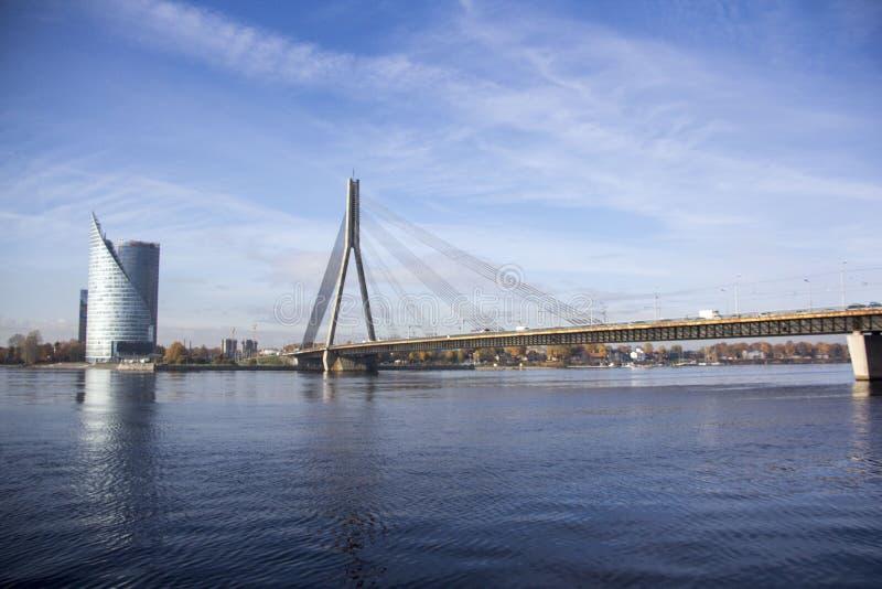 Vansubrug over rivier Daugava Riga Letland royalty-vrije stock fotografie