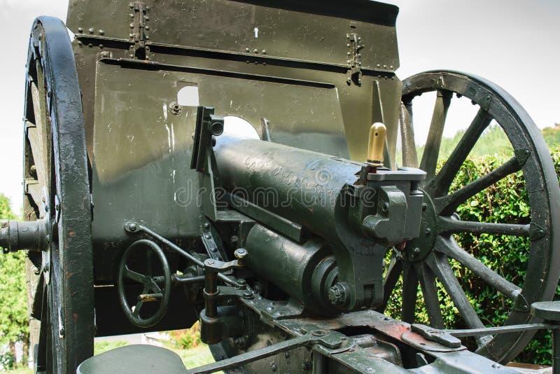 Vapen för krig för gammal värld ett Schneider - Putilov fältkanon, 75mm FF kaliber modell 1902/36 Det användes av föregående för  royaltyfri bild